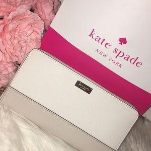 💕 NEW Kate Spade Wallet 💕